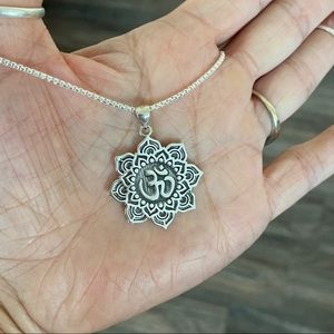 🌸🕉NEW🕉🌸Sterling Silver Large Lotus OM Necklace